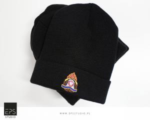 czapki z haftem
